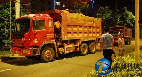 夜查渣土车,整治渣土车还得快很准